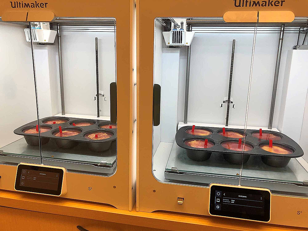 Using-the-Ultimaker-S5-heating-bed-set-at-75˚C-for-the-final-curing-step