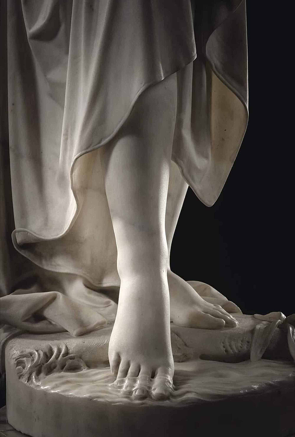 Image-of-Nymph-statue-(detail),-Giovanni-Battista-Lombardi,-1823--1880.-Palazzo-Faschi,-Brescia.-The-detail-ideally-highlights-the-solid-and-liquid-fascia.