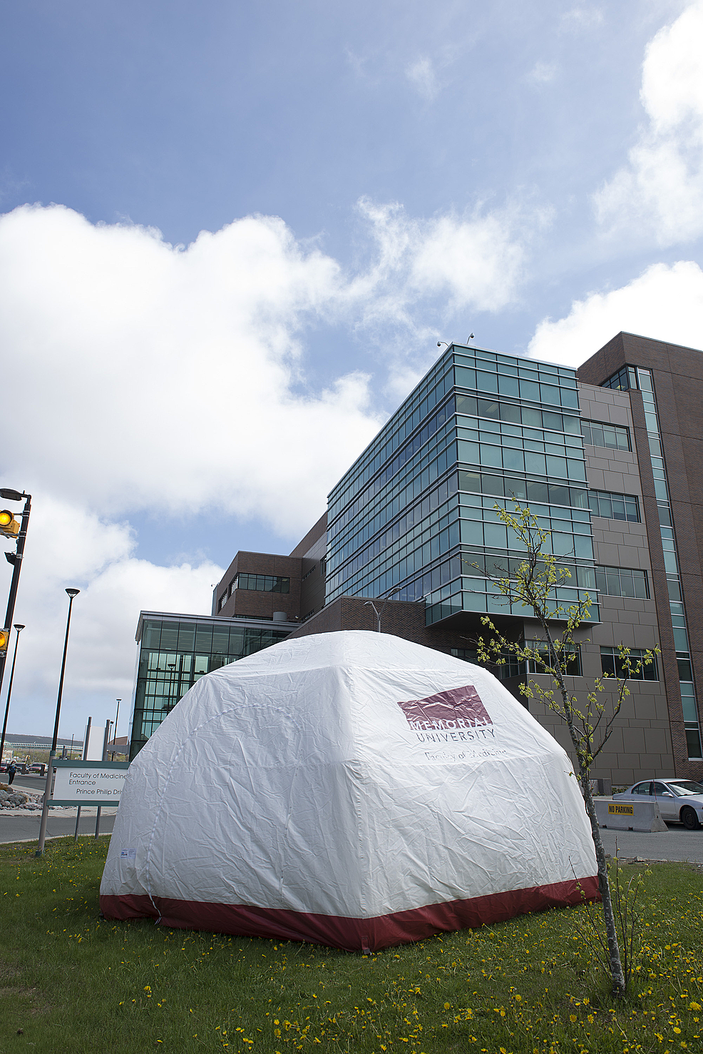 Mobile-tele-simulation-unit-prototype-outside-Memorial-University-of-Newfoundland-(Photo-by:-HSIMS,-MUN).